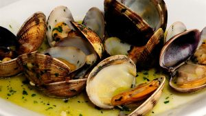Try our clams in albariño sauce in the La Casa Gallega