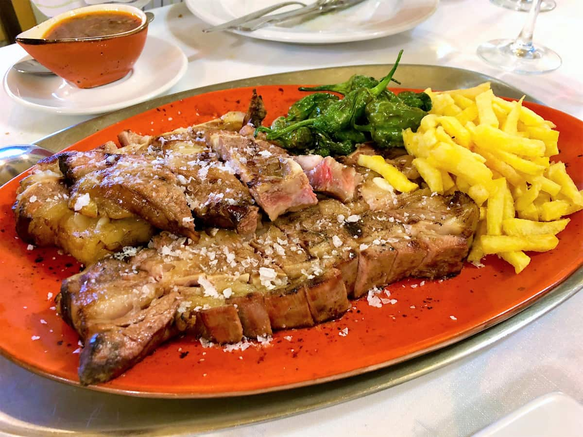 Restaurant La Casa Gallega - Enjoy our meats making your reservation with us